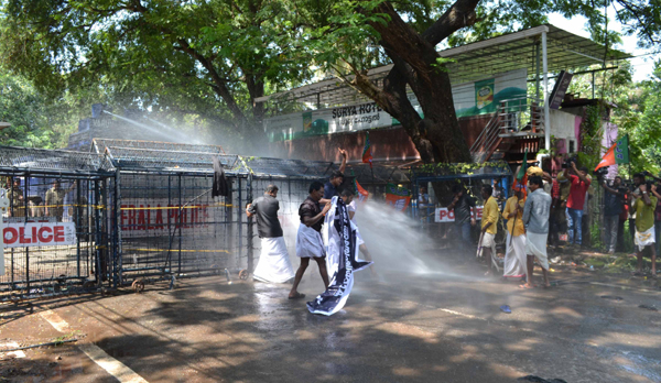 THIRUVANANTHAPURAM, NOV 2 (UNI)-police use water cannon on Members of BJP's Dalit Morcha, during the mrach to residence of Kerala SC/ST Welfare and Law Minister A K Balan in protest over the acquittal of three accused in the mysterious deaths of two girl siblings at Walayar, in Thiruvananthapuram on saturday.UNI PHOTO-13U