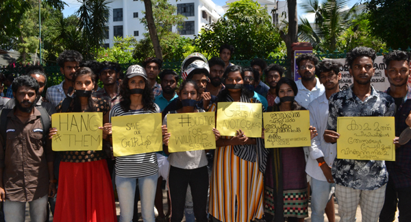 THIRUVANANTHAPURAM, NOV 1 (UNI) Members of a Wattsapp group staging a protest in front of Kerala Secretariat over the acquittal of three accused in the mysterious deaths of two girl siblings at Walayar, in Thiruvananthapuram on Friday.UNI PHOTO-57u