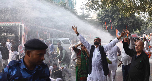 Police use water canon to Bihar Pradesh Congress Committee activists