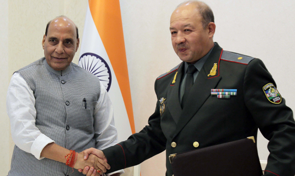 TASHKENT, NOV 3 (UNI):- Defence Minister Rajnath Singh and Uzbekistan Defence Minister Maj Gen Bakhodir Nizamovich Kurbanov after signing an MoU, in Tashkent on Saturday. UNI PHOTO-19F