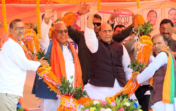 PALAMU, NOV 24 (UNI):-Union Defence Minister Rajnath Singh during an election rally for the forthcoming Assembly Election-2019 in Palamu district, Jharkhand on Sunday. UNI PHOTO-