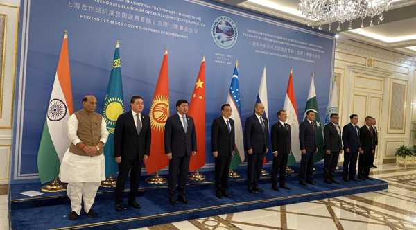 TASHKNT, NOV 2 (UNI):- Raksha Mantri Rajnath Singh with Council of Heads of Government (CHG) of Shanghai Cooperation Organisation (SCO) at Tashkent, Uzbekistan on Saturday.UNI PHOTO-6F