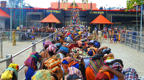SABARIMALA, NOV 25 (UNI)- Devotees standing in queue for offering prayers, during Mandala Makaravilakku season in Sabarimala on Monday.UNI PHOTO-47U
