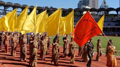 BENGALURU, NOV 01 (UNI) :- School students participating in the colurfull march past during the inauguration 64th Kannada Rajyotsava Celeberations at kanteerva Stadium in Bengaluru on Friday. UNI PHOTO SLP/6U