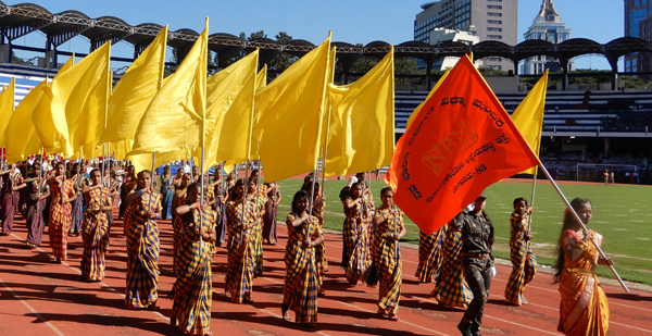 BENGALURU, NOV 01 (UNI) :- School students participating in the colurfull march past during the inauguration 64th Kannada Rajyotsava Celeberations at kanteerva Stadium in Bengaluru on Friday. UNI PHOTO SLP/6U