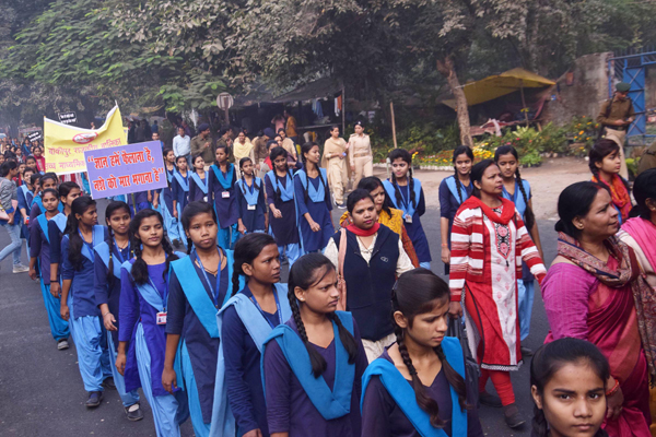 RAJGIR, NOV 26 (UNI)- School children participating in a rally against alcohal on the 'Mukti Diwas', in Patna on Tuesday. UNI PHOTO-26U