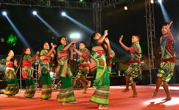 JAMSHEDPUR, NOV 20 (UNI):- Tribal artists from across the country and abroad participating at the 5days long 6th Edition of Samvaad. A Tribal Conclave organized by TATA Steel, at Jamshedpur, in Jharkhand on Wednesday.UNI PHOTO-7U
