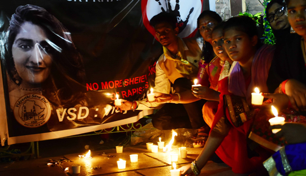 HYDERABAD, NOV 30 (UNI) : VSD Students & women Paying Tributes In Front of Candle Light In Front of ( Vidyarthi Seva Dal ) Organized Candle Light Program, for Justice Brutal Rape and Murder of Veterinary Dr Priyanka Reddy, in Hyderabad on Saturday. UNI PHOTO RAO19U
