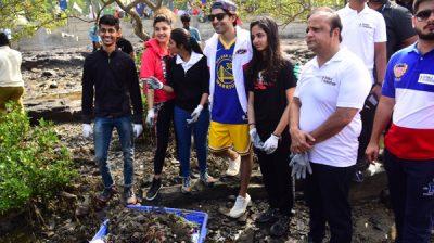 Mumbai: Actor Gurmeet Choudhary participates in Carter Road Beach Clean Up Drive, in Mumbai on Dec 28, 2019. (Photo: IANS)