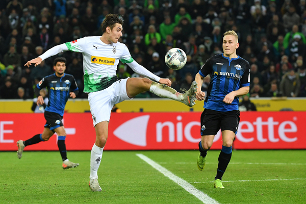 (191219) -- MONCHENGLADBACH, Dec. 19, 2019 (Xinhua) -- Florian Neuhaus (Front) of Monchengladbach competes during a German Bundesliga match between Borussia Monchengladbach and SC Paderborn 07 in Monchengladbach, Germany, Dec. 18, 2019. (Photo by Ulrich Hufnagel/Xinhua)