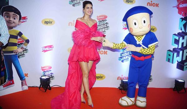 Mumbai: Actress Kriti Sanon at the Red Carpet of Nickelodeon Kids' Choice Awards 2019 in Mumbai on Dec 20, 2019. (Photo: IANS)