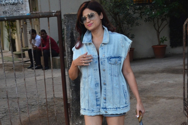 Mumbai: Actress Shamita Shetty seen at Juhu, in Mumbai on Dec 11, 2019. (Photo: IANS)