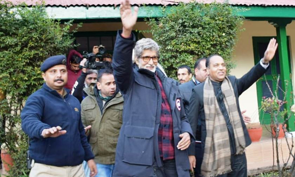 Manali: Himachal Pradesh Chief Minister Jai Ram Thakur and actor Amitabh Bachchan in Manali on Dec 1, 2019. (Photo: IANS)