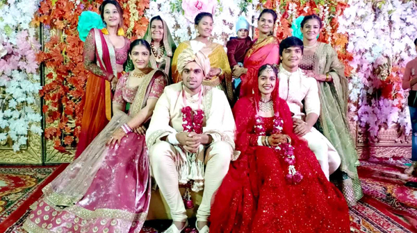 BHIWANI, DEC 2 (UNI):- Indian wrestler Babita Phogat married to Vivek Sihag at a ceremony, in Bhiwani on Sunday. UNI PHOTO-33U
