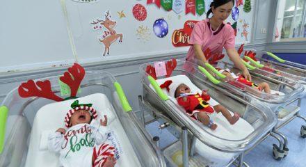 (191224) -- BANGKOK, Dec. 24, 2019 (Xinhua) -- Newborn babies are seen dressed in Santa Claus costumes during the Christmas season at a hospital in Bangkok, Thailand, on Dec. 24, 2019. (Xinhua/Rachen Sageamsak)