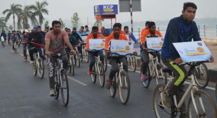 Hyderabad Dec1 (UNI) All India Cyclothon members Participant for awareness of Cyclothon, during 38th National Rowing championship at Hussain Sagar lake in Hyderabad on Sunday. UNI PHOTO-RAO24U