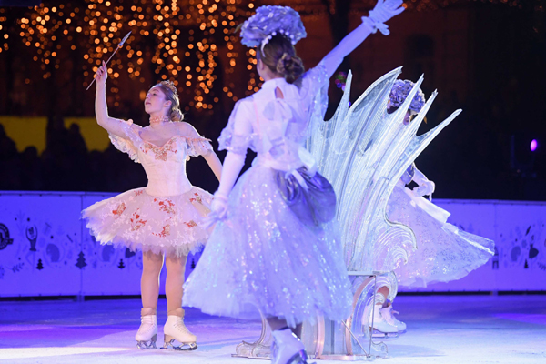 "ZAGREB, Dec. 1, 2019 (Xinhua) -- Members of an ice skating club perform ""Nutcracker"" at the opening ceremony of an ice park at Tomislav Square in Zagreb, Croatia, on Nov. 30, 2019. Celebrations of the Advent kicked off here on Saturday. Xinhua/UNI PHOTO-"