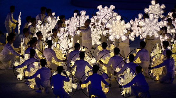 BEIJING, Dec. 1, 2019 (Xinhua) -- Dancers perform during the opening ceremony of the SEA Games 2019 in Bulacan Province, the Philippines, Nov. 30, 2019. Xinhua/UNI PHOTO-1F