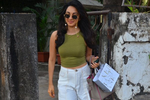 Mumbai: Actress Kiara Advani seen at Juhu, in Mumbai on Dec 11, 2019. (Photo: IANS)