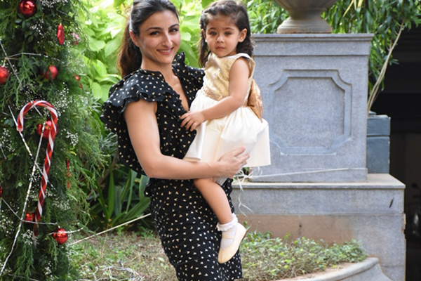 Mumbai: Actress Soha Ali Khan arrives with her daughter Inaaya Naumi Kemmu for the birthday celebrations of her nephew Taimur Ali Khan in Mumbai on Dec 19, 2019. (Photo: IANS)