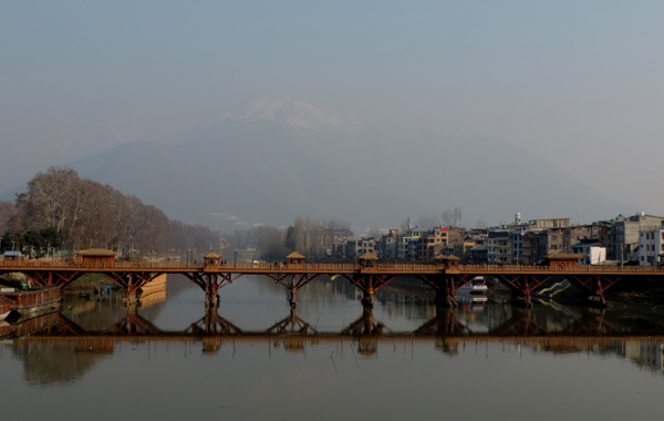 SRINAGAR, DEC 2 (UNI) A magnificent view of heritage bridge on river Jehlum overlooking the Zabarwan hills in Srinagar representing natures glory on Monday. UNI SRN PHTO 5.