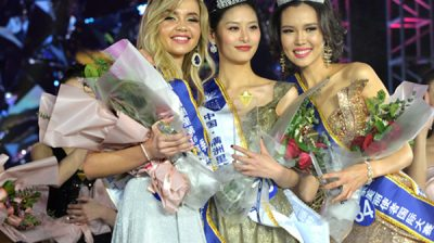 (191224) -- MANZHOULI, Dec. 24, 2019 (Xinhua) -- The first place winner Chinese contestant Zang Xipo (C), the second place winner Mongolian contestant CH_ANUUJIN (R), and the third place winner Russian contestant Golovina Alexandria of an international beauty contest pose for a group photo in Manzhouli, north China's Inner Mongolia Autonomous Region, Dec. 23, 2019. The final of the 16th China-Russia-Mongolia International Beauty Pageant was held here on Monday. (Xinhua/Xu Qin)