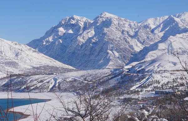 (191216) -- TASHKENT, Dec. 16, 2019 (Xinhua) -- Photo taken on Dec. 15, 2019 shows a winter view of the mountainous area nearby Tashkent, Uzbekistan. (Photo by Zafar Khalilov/Xinhua)