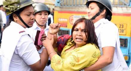 KOLKATA, DEC 04 (UNI) Police detain Hindu Jagran Manch member during protest rally against West Bengal Government in Kolkata on Wednesday.UNI PHOTO CAL 10