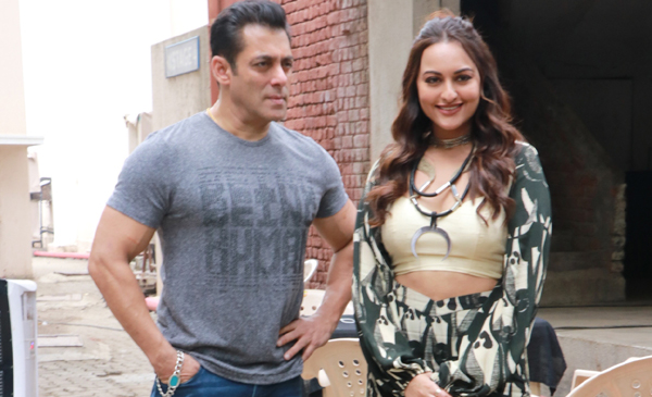 Mumbai: Actors Salman Khan and Sonakshi Sinha seen at Bandra in Mumbai on Dec 5, 2019. (Photo: IANS)