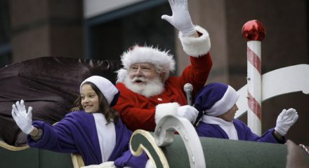 VANCOUVER, DEC .2, 2019 (Xinhua) -- A man dressed as Santa Claus waves to the crowd during the Santa Claus Parade in Vancouver, Canada, on Dec. 1, 2019. An annual Santa Claus Parade was held in Vancouver on Sunday, attracting about 300,000 spectators. Xinhua/UNI PHOTO-3F