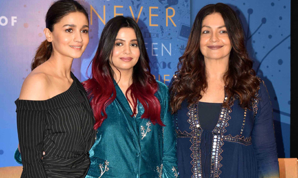 MUMBAI,DEC 04 (UNI) - Actress Alia Bhatt, Pooja Bhatt and Shaheen Bhatt (C) during launch of Shaheen's book I ve never been (un) happier in Mumbai on Wednesday. UNI PHOTO-98U