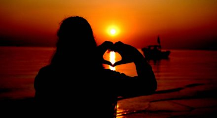 KUAKATA, Dec.3 (Xinhua) -- A woman is silhouetted at sunset while making a heart-shaped gesture at a beach of Kuakata in Bangladesh's Patuakhali district, some 204 km south of the capital Dhaka, Nov. 30, 2019. (Str/Xinhua/ UNI PHOTO-2F