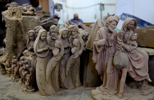 (191220) -- BETHLEHEM, Dec. 20, 2019 (Xinhua) -- Wood figures for Nativity scenes are seen at a workshop in the West Bank city of Bethlehem, Dec. 19, 2019. (Photo by Mamoun Wazwaz/Xinhua)