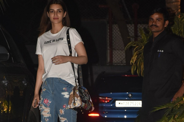 Mumbai: Actress Kriti Sanon seen at the office of Maddock Films in Mumbai's Santacruz on Jan 9, 2020. (Photo: IANS)