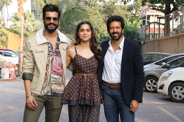 """Mumbai: Director Kabir Khan with actors Sunny Kaushal and Sharvari Wagh during the promotions of their upcoming film """"The Forgotten Army"""" in Mumbai on Jan 8, 2020. (Photo: IANS)"""
