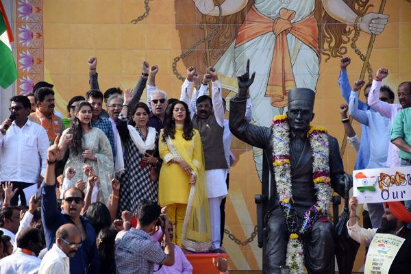 Mumbai: Actors Juhi Chwala and Dalip Tahil join BJP workers during their protest over the 'Free Kashmir' placard displayed at a sit-in demonstration against the JNU violence and slogans raised against the Shiv Sena-led government in Maharashtra; at Swatantryaveer Savarkar memorial in Mumbai's Dadar on Jan 8, 2020. (Photo: IANS)
