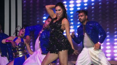 """New Delhi: Dancer Lauren Gottlieb performs at the opening ceremony of """"Experience One"""". (Photo: IANS)"""