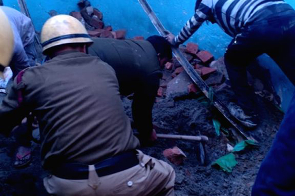 4 killed as building collapses in Delhi's Bhajanpura