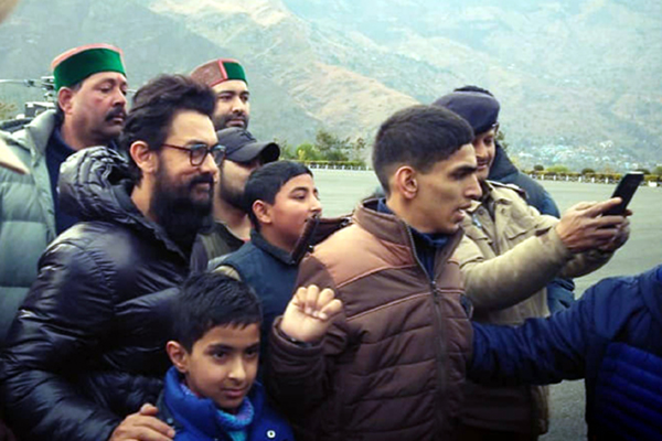 "Shimla: Actor Aamir Khan arrives in Shimla for the shooting of his upcoming film ""Laal Singh Chaddha"" on Jan 4, 2020. (Photo: IANS)"