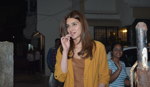 Mumbai: Actress Kriti Sanon seen at Juhu, in Mumbai on Dec 31, 2019. (Photo: IANS)