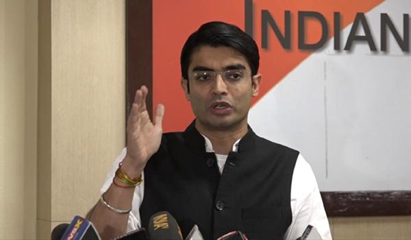 Cong hails Rajnath for rejecting Adani submarine bid