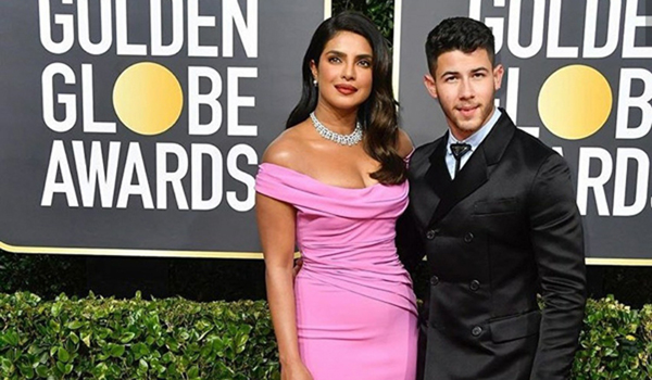 Priyanka Chopra Jonas and her hubby Nick Jonas made a stylish appearance at the red carpet of the 77th Golden Globe Awards ceremony.Dressed in a pink off-shoulder ensemble, Priyanka looked no less than any diva and it was her diamond neckpiece which grabbed the maximum attention. On the other hand, Nick look dapper in a black suit.