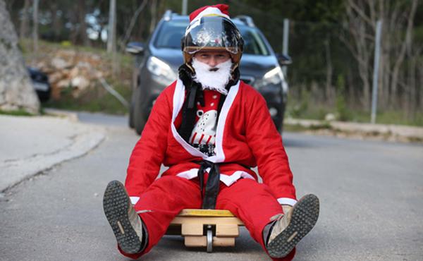 SIBENIK, Dec. 29, 2019 (Xinhua) -- A man dressed in Santa Clause costume steers his home-made cart in a toy vehicle race in Sibenik, Croatia, on Dec. 28, 2019. (Dusko Jaramaz/Pixsell via Xinhua/IANS)