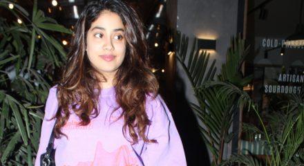 Mumbai: Actress Janhvi Kapoor seen at Juhu, in Mumbai on Feb 10, 2020. (Photo: IANS)