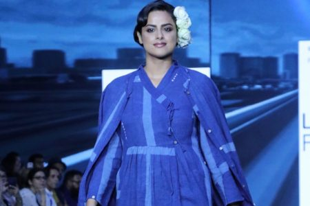Neha Mahajan walks the ramp for fashion designer Jayati Goenka