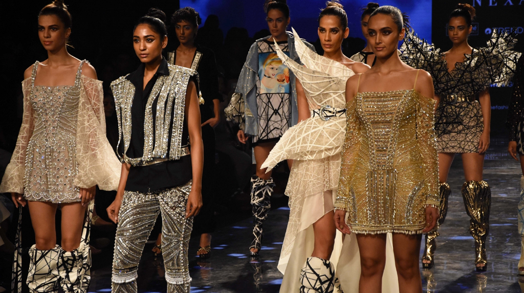 Models Showcase The Creation Of Fashion Designer Swapnil Shinde The Samikhsya