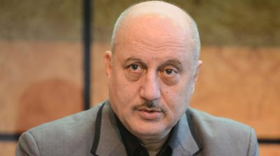 Anupam Kher streams his play to give hope to people