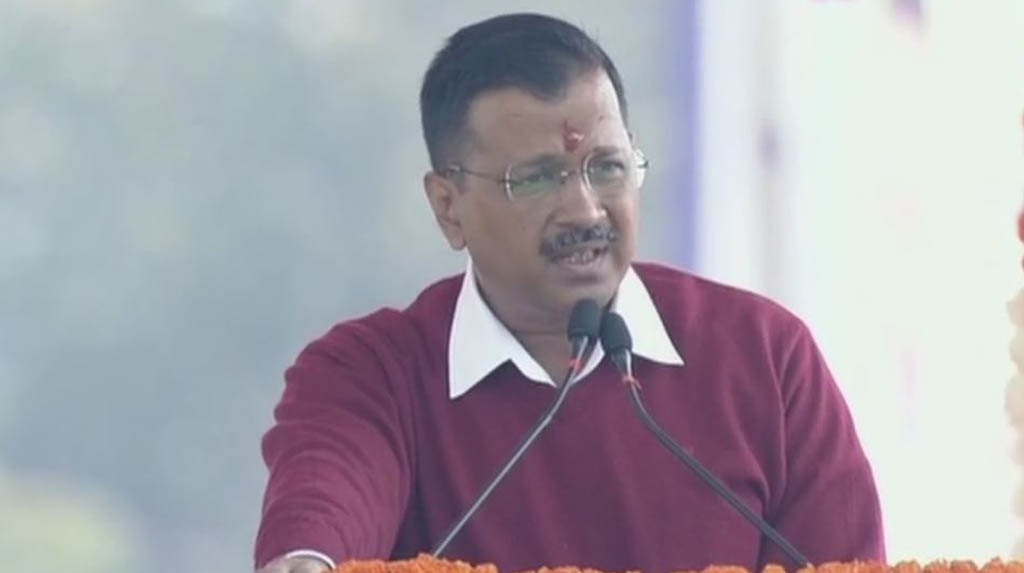 Kejriwal demands pledge 'there won't be another Nirbhaya', as others hail mother's battle