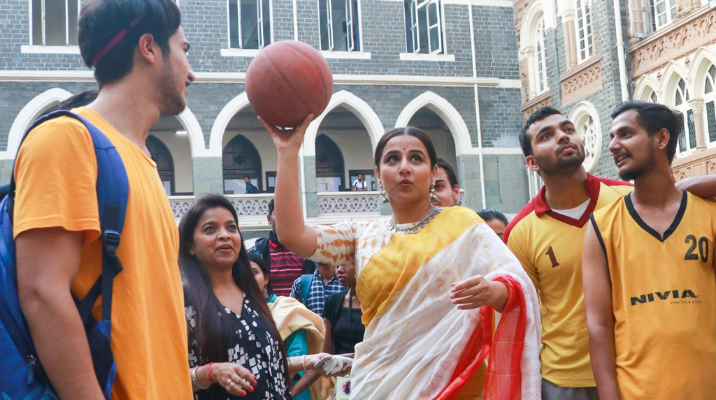 Mumbai: Actress Vidya Balan plays basketball with the students at Finding Mother Conference at St Xaviers College in Mumbai on Feb 12, 2020. (Photo: IANS)
