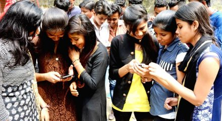 Excess smartphone use linked to mental distress, suicidality